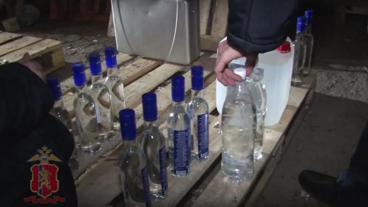 Банда выстроила подпольную алкогольную империю в Минусинске. Показываем, как это работало