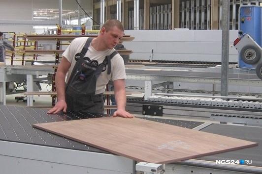 Кадры с фабрики, которая собиралась выпускать премиальную мебель