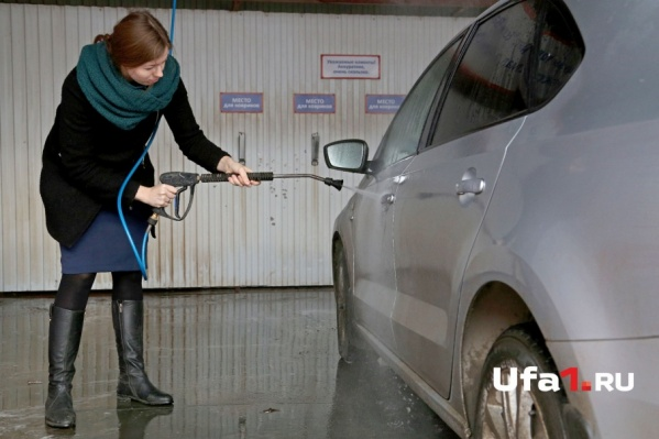 Дамам на заметку: вымыть машину самостоятельно не лучшая затея