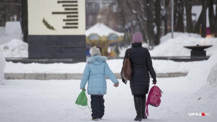 Школьников Башкирии могут отправить на внеплановые каникулы из-за морозов