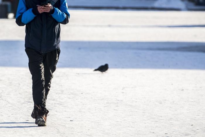 Мужчину, который с трудом мог говорить, встретили на улице неравнодушные новосибирцы