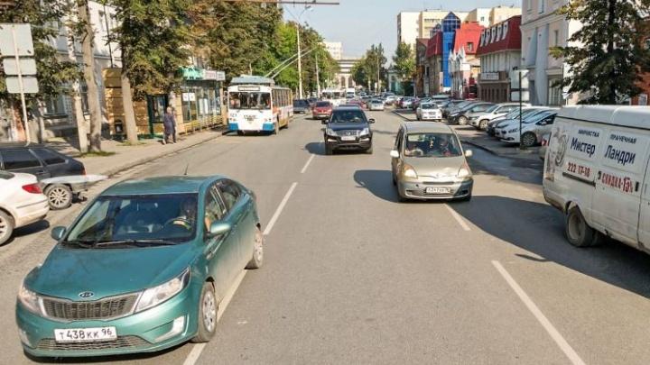Свердловские гаишники объяснили, почему на Розы Люксембург нельзя сделать выделенку