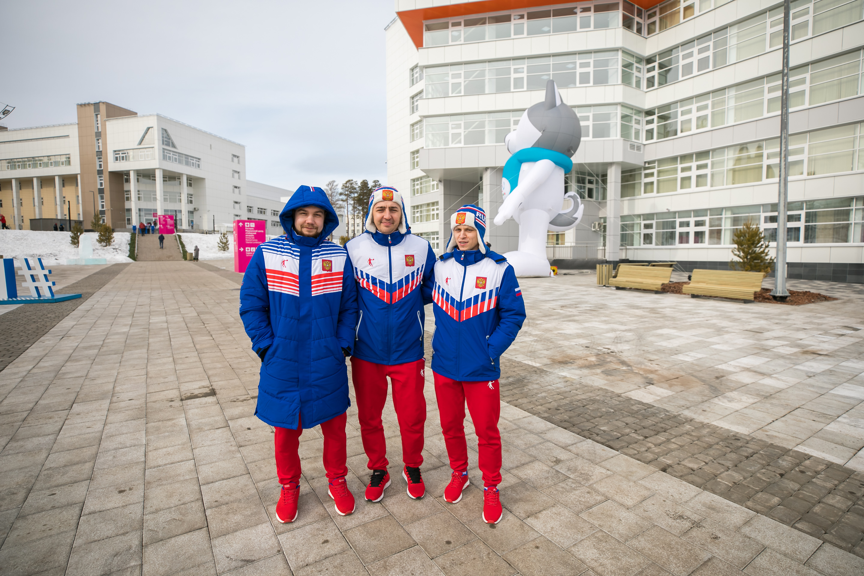 Участники сборной России прогуливаются по Деревне