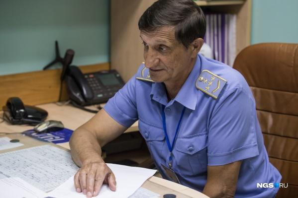 Анатолий Иванов —машинист-инструктор, который работает со дня открытия новосибирского метро