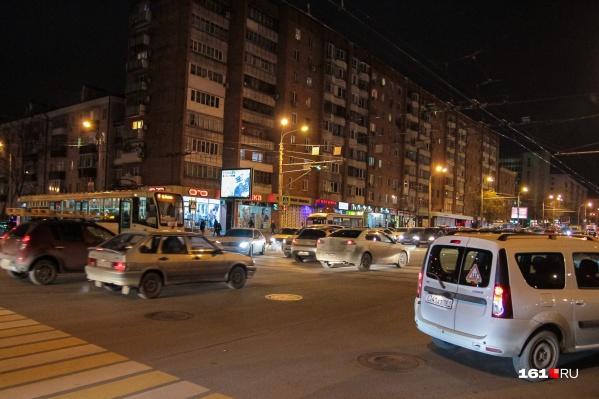 Движение сильно затруднено по проспекту Ворошиловскому