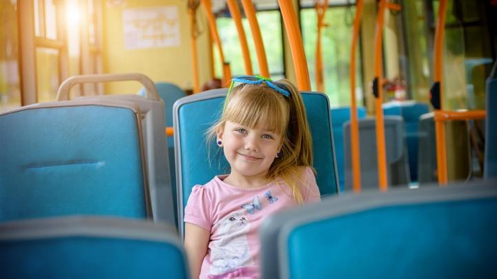 Один в автобусе: как подготовить ребенка к самостоятельным поездкам