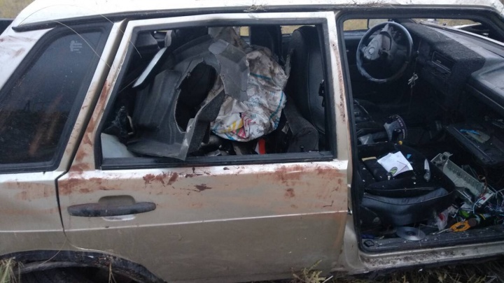 Слетел на скорости с трассы: в Самарской области ВАЗ-21099 сделал сальто в кювете