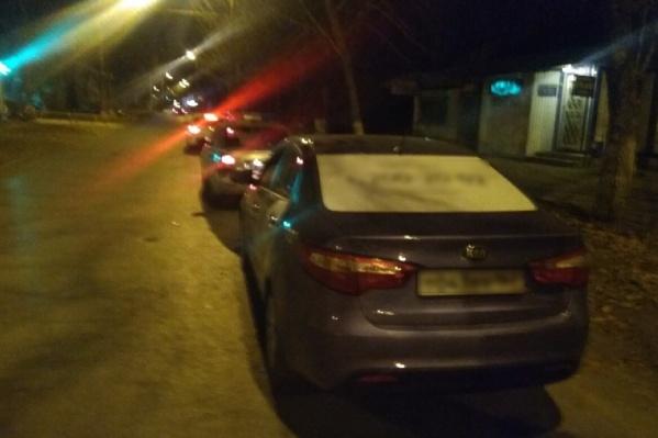 Иномарку водителя остановили поздней ночью