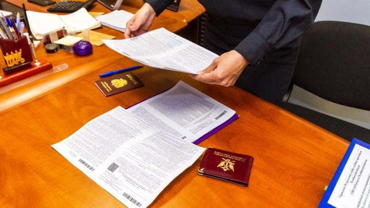 Бросила документы на квартиру: в Катайске женщина сбежала от приставов, чтобы не платить алименты