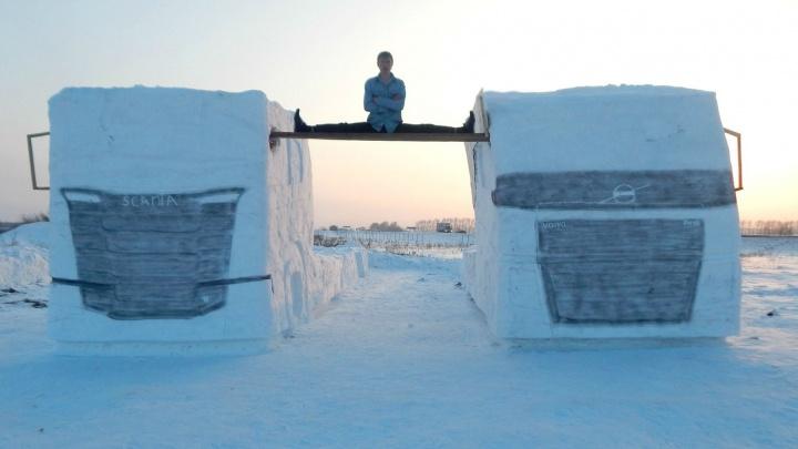 Сибиряк повторил трюк Ван Дамма с двумя грузовиками. Из снега