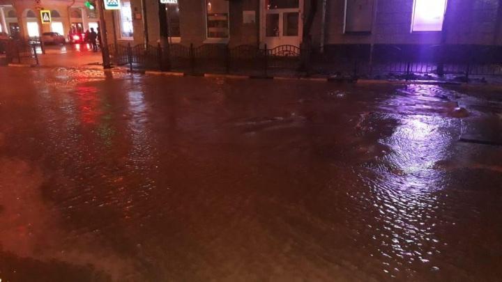 Воды — по щиколотку: в Ярославле затопило центральную улицу