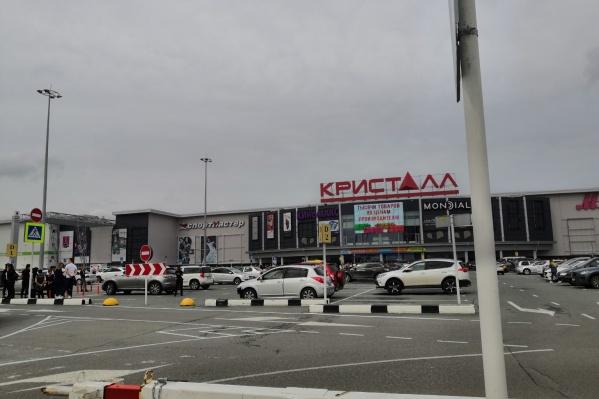 Переполох в торговом центре случился около трех часов дня