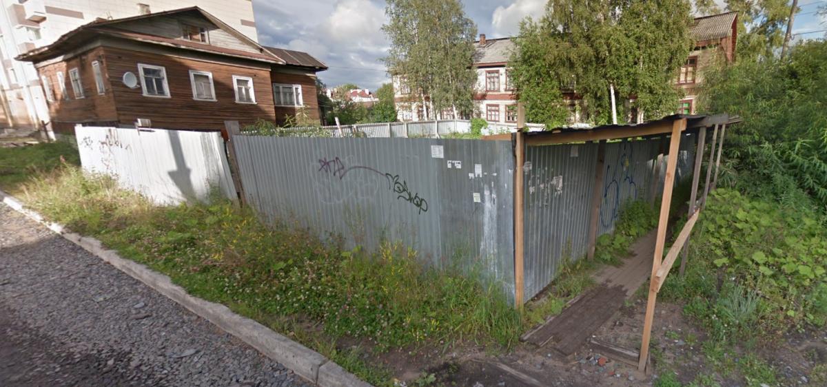 С 2006 года 300 квадратных метров практически в центре города так и стоят бесхозными