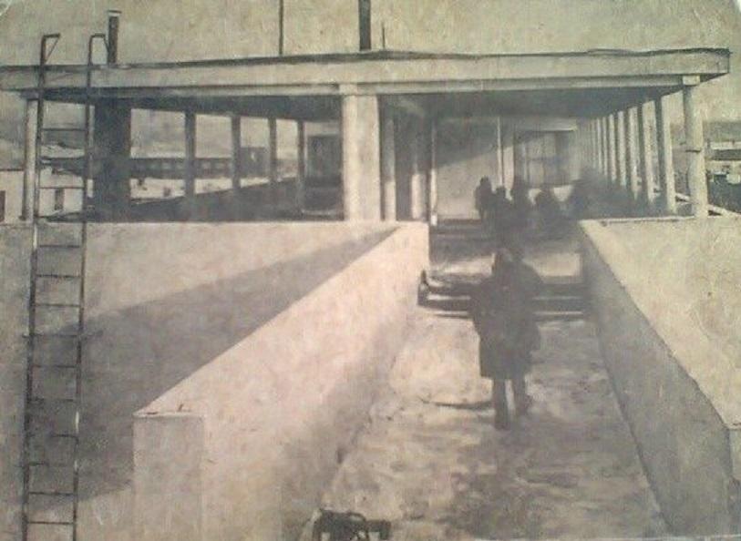 Переход и открытый верхний этаж в первом корпусе на Малышева
