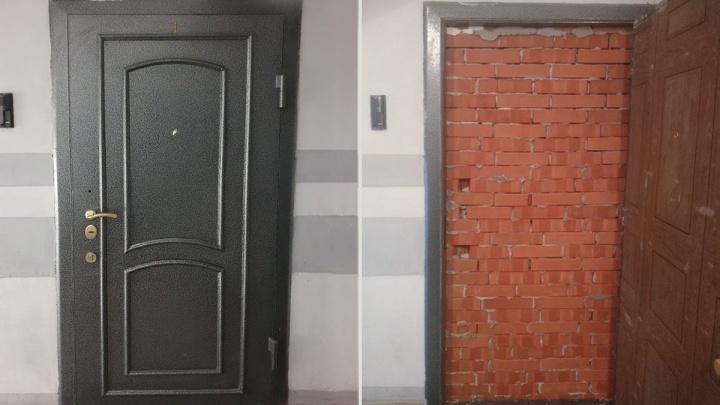 Экс-глава алкомаркета «Магнум» замуровал вход в свою квартиру, которую продали на торгах за долги