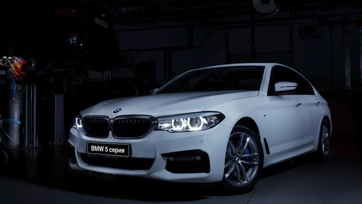 Дилер BMW ищет самых быстрых пилотов и автоледи