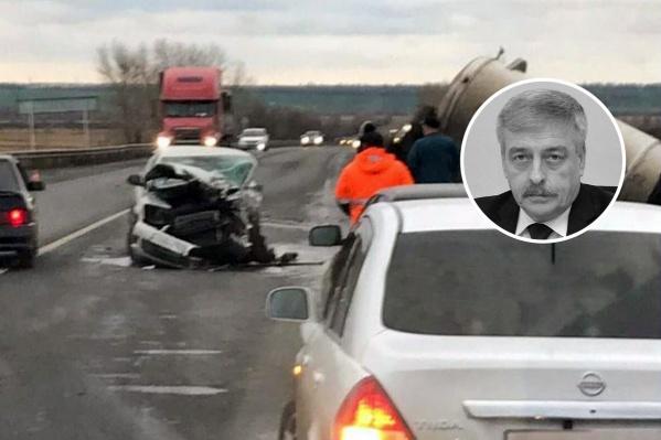 Вадим Небога ехал на служебном авто и находился на заднем пассажирском сиденье, когда произошла авария