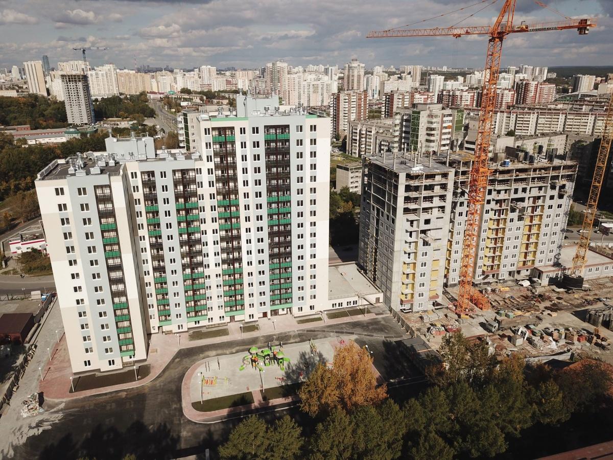 Темпы строительства «сапфирового» дома не уступают «изумрудному». Второй дом будет готов к сдаче уже летом следующего года