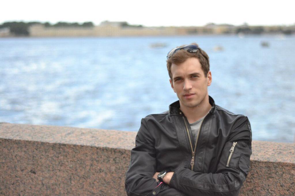 Михаил Лифенцев рассказывает, что утро артистов начинается не позже 8 часов