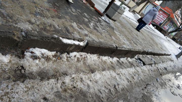 Больше года власти Ростова ищут деньги на ремонт двух метров бордюра