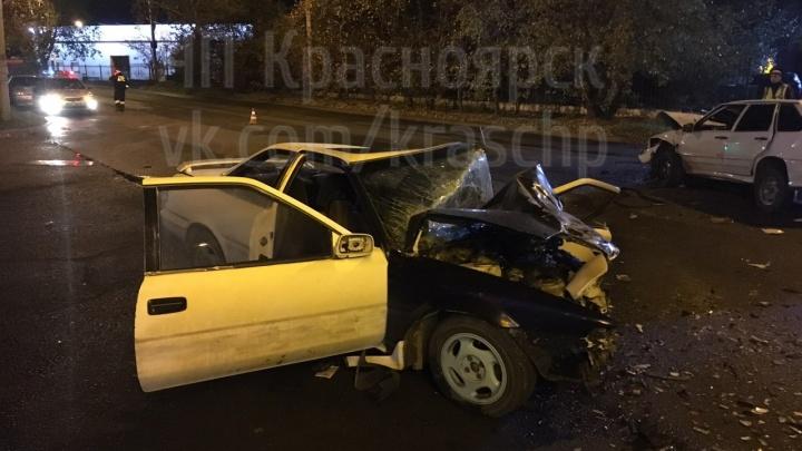 «Девочку зажало»: машины превратились в груду металла после лобового удара на Семафорной