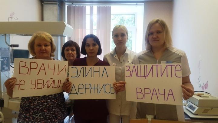 «Врачи не убийцы»: медики Перми выйдут на одиночные пикеты в защиту Элины Сушкевич и других коллег
