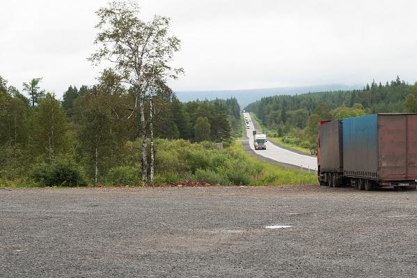 Узкую двухполосную дорогу на М-5 в горном районе Челябинской области сделают вдвое шире