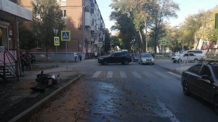 «Сказал, что не заметил меня»: на Металлурге в Самаре иномарка сбила мотоциклиста