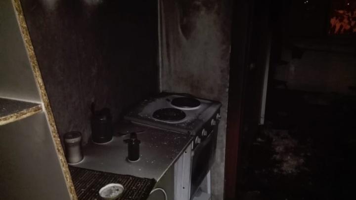 Десятерых эвакуировали, один обгорел: в Башкирии ночью сгорела квартира в многоэтажке