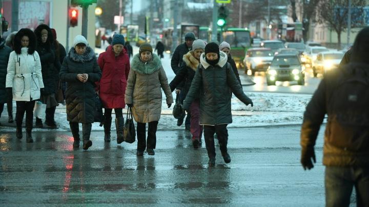 Температурный рекорд побит: город плывет, а коммунальщиков заставляют чистить крыши