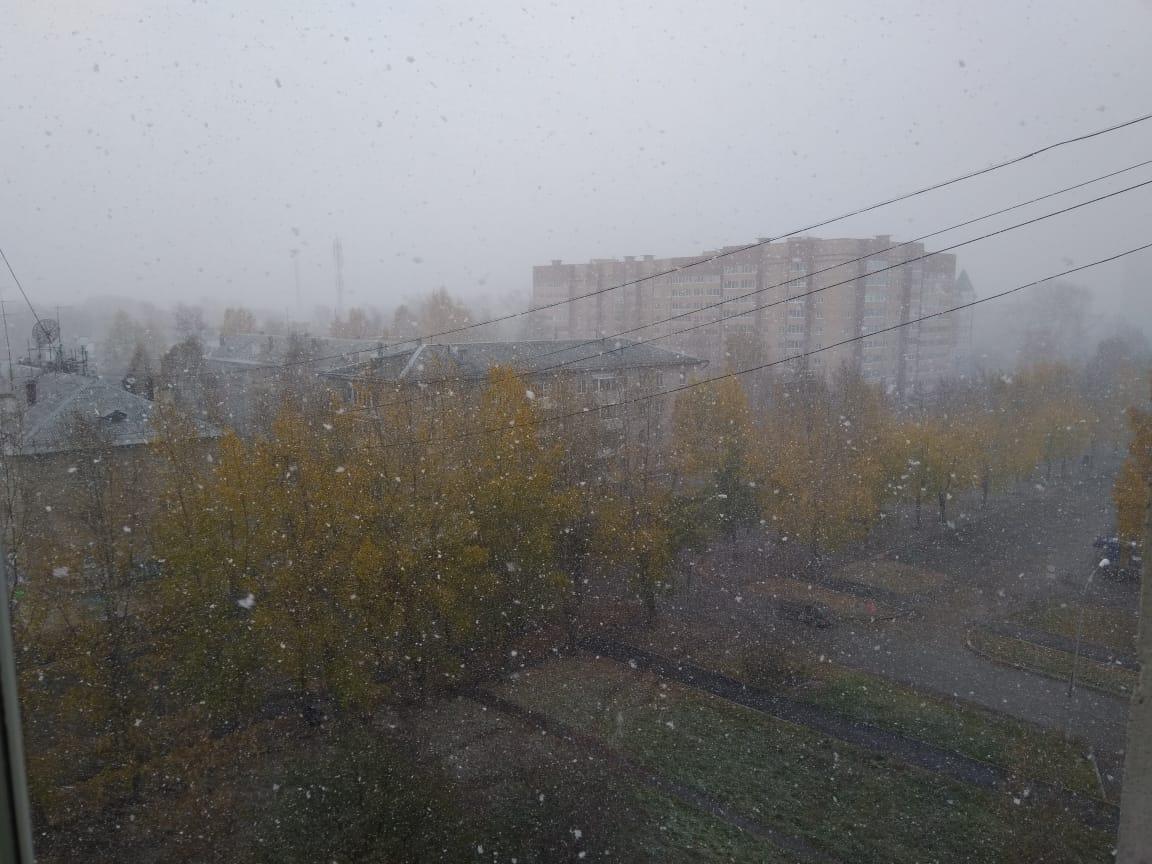 Новогодний фоторепортаж: по Екатеринбургу прошла стремительная метель
