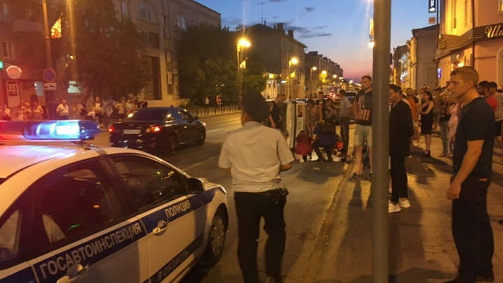 На Республики «Жигули» после столкновения отлетели в пешехода. Девушка в реанимации