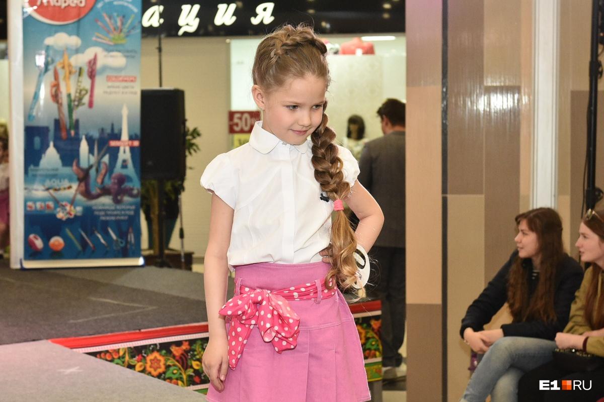 «Длинные волосы всегда в моде»: в Екатеринбурге выбрали обладательницу самой шикарной косы