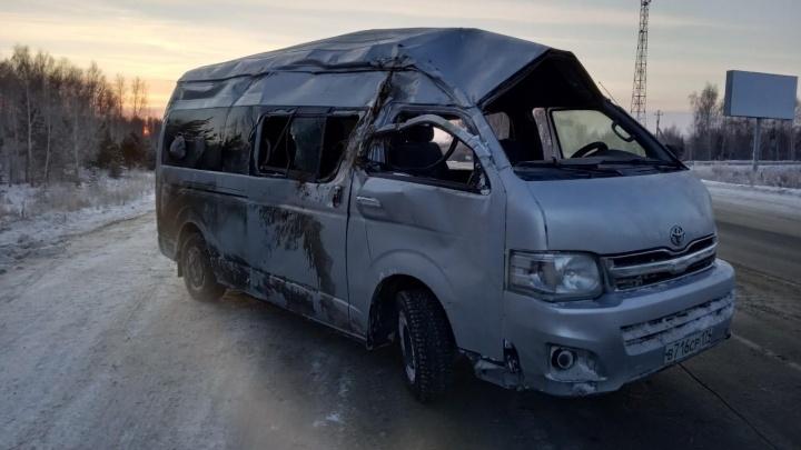Улетел в кювет и врезался в дерево: в Челябинской области автобус с девятью пассажирами попал в ДТП