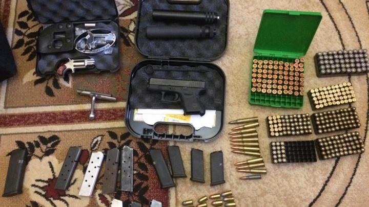 Пулеметы, пистолеты и «Глок»: в Самарской области нашли схроны с оружием