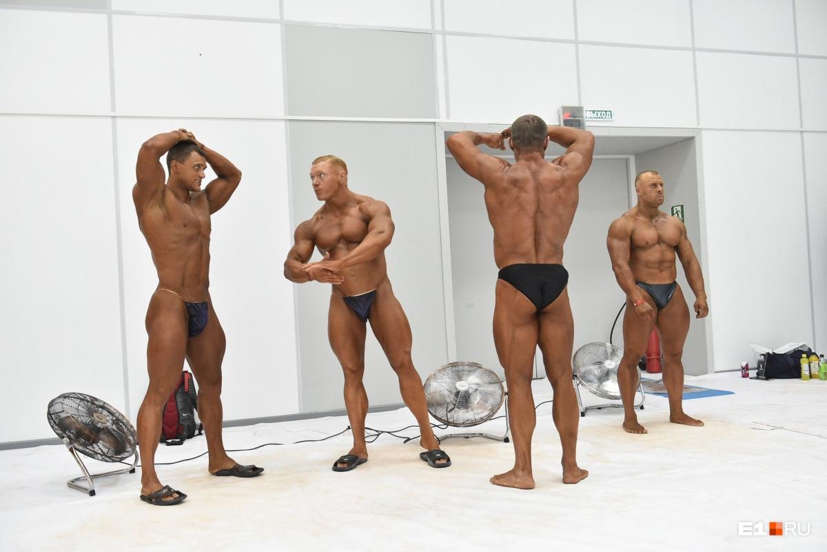 Мужчины готовятся к соревнованиям