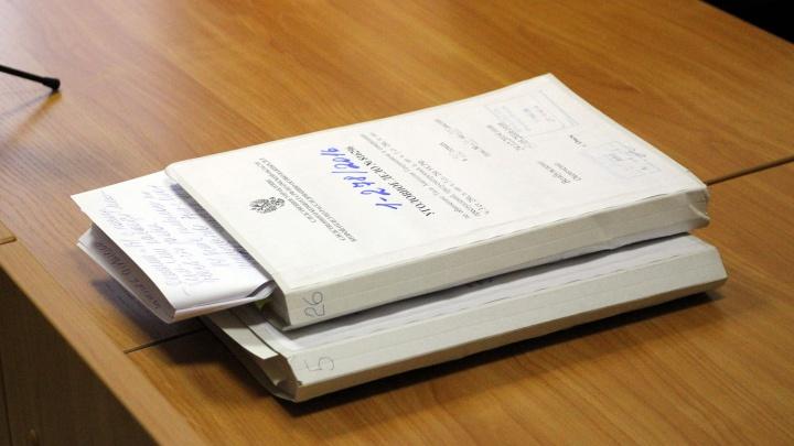 Бухгалтера из Омской области обвинили в получении взяток за договоры на поставку еды в школы