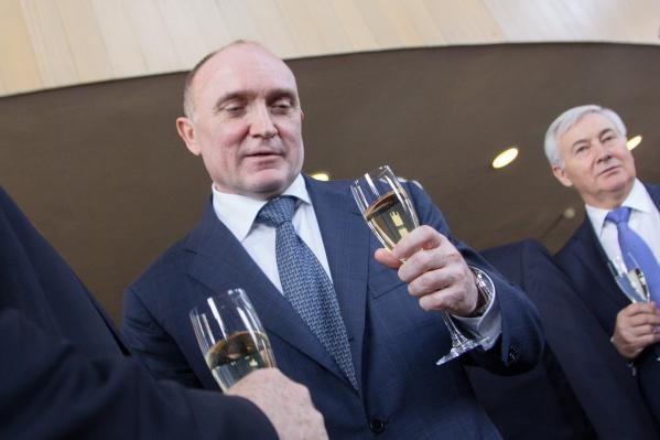 Губернатору Борису Дубровскому по долгу службы приходится принимать участие в различных торжествах