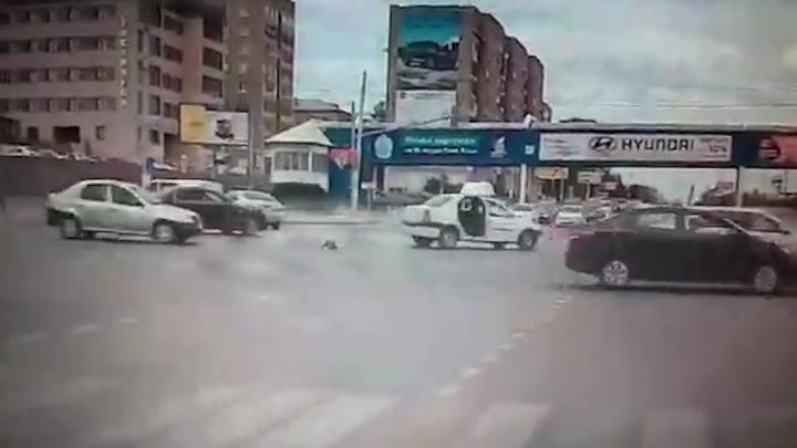 В Магнитогорске трёхлетний ребёнок выпал из машины на дорогу