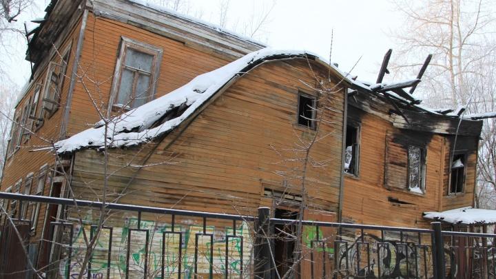 «Позорная среда»: какие деревяшки снесут в Архангельске и почему новосёлов ищут с полицией