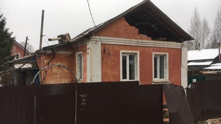 «Был хлопок, потом все забегали»: соседи рассказали, как взорвался газ в частном доме в Ярославле