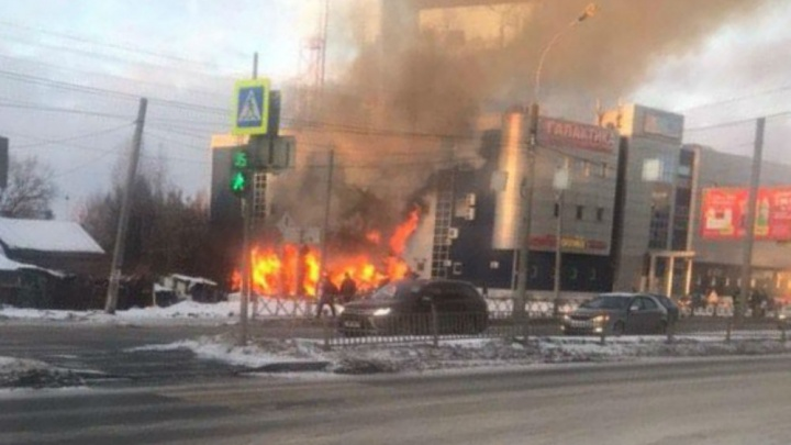 Пожар за Волгой в Ярославле: что горит