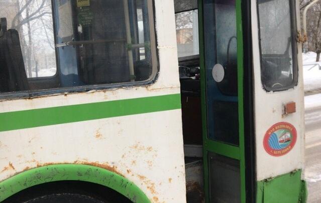 «Раздался громкий хлопок»: в Березниках пассажира троллейбуса ранило лопнувшим колесом