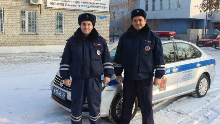 Красноярский полицейский после ДТП сам довез женщину и ее раненую дочь до больницы