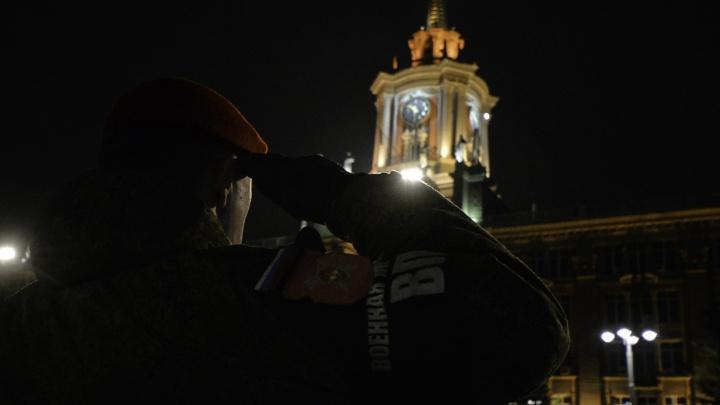 Командующий ЦВО сам показал военным, как нужно маршировать: репетиция парада Победы в десяти кадрах