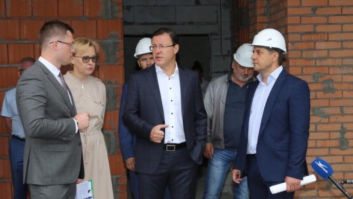 Совещание в бетонной коробке: власти проверили готовность здания детсада на Алма-Атинской