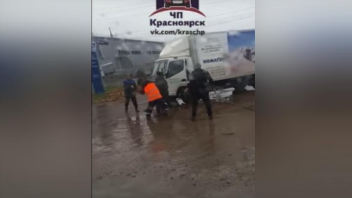 Сотрудники автосервиса на Котельникова за несогласие избили клиента