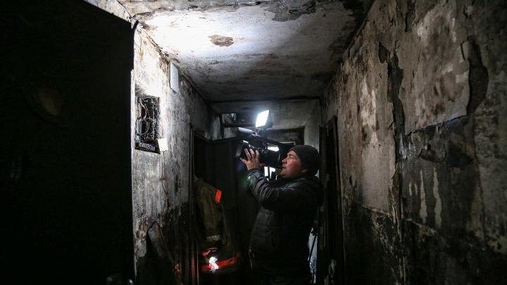 Корреспондент UFA1.RU о пожаре в высотке: «Чтобы потушить огонь, выламывали двери и разбирали полы»