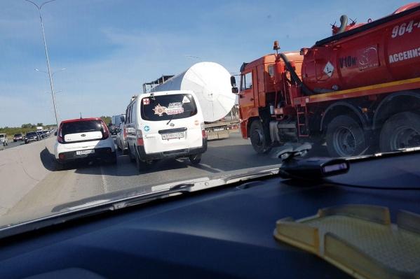 Водители спешат на работу, поэтому совершают рискованные маневры на дороге