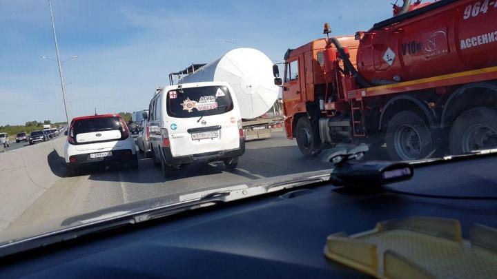 Несколько ДТП парализовали движение на тюменской объездной